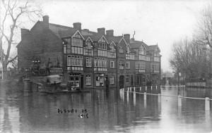 1918-Floods-country-life-buildings-Royal-W-Forum