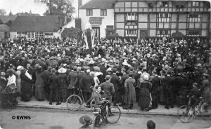 Unveiling the memorial in 1920 (Royal WIndsor Web Site)